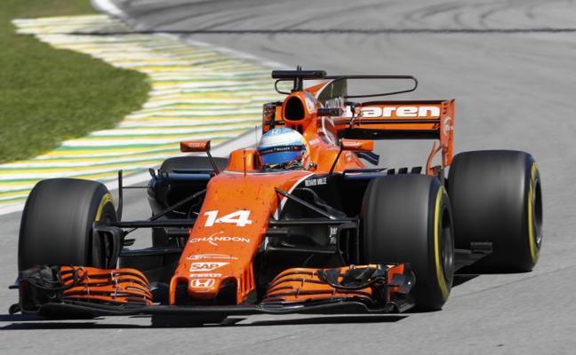 Alonso alucina: «Es increíble que quedemos delante de algunos coches»