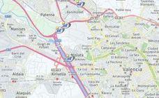 Un accidente múltiple entre 5 vehículos provoca atascos kilométricos en la V-30 en Xirivella