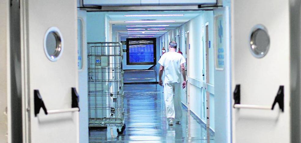 La falta de personal y el temor a la saturación desatan las críticas en el hospital de Serra