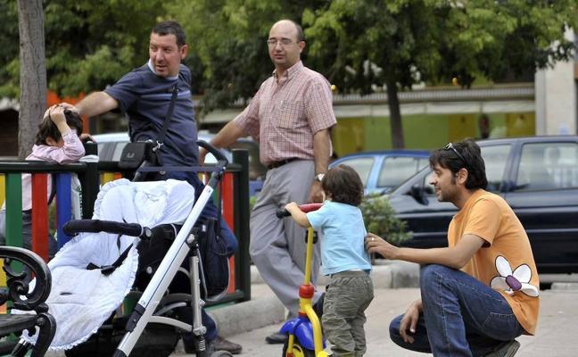 El Senado reclama la equiparación progresiva de los permisos parentales