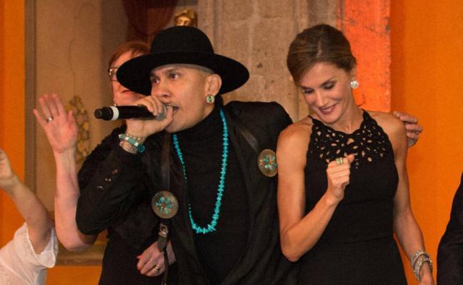 The Black Eyed Peas pone a la Reina a bailar en México