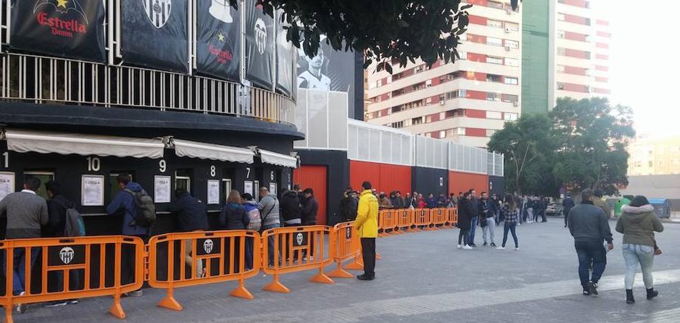 Colas en Mestalla para el Valencia-Barcelona
