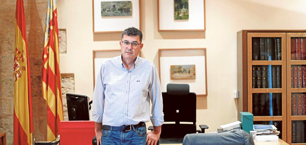 Morera se escuda en los técnicos para justificar un gasto de 4.500 euros en luces de su despacho