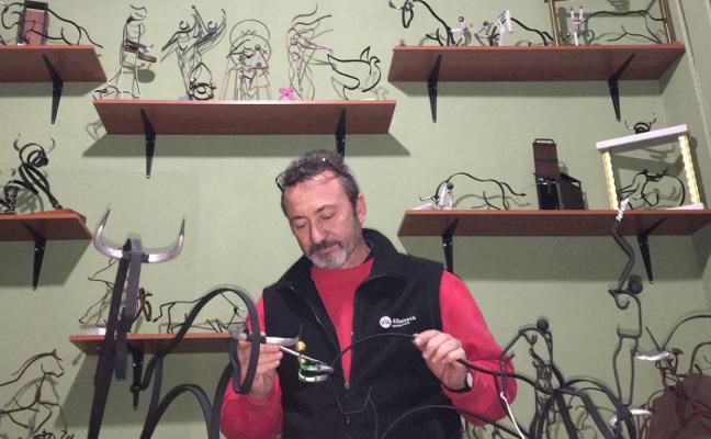 Rafa Mir, el escultor de los bous al carrer