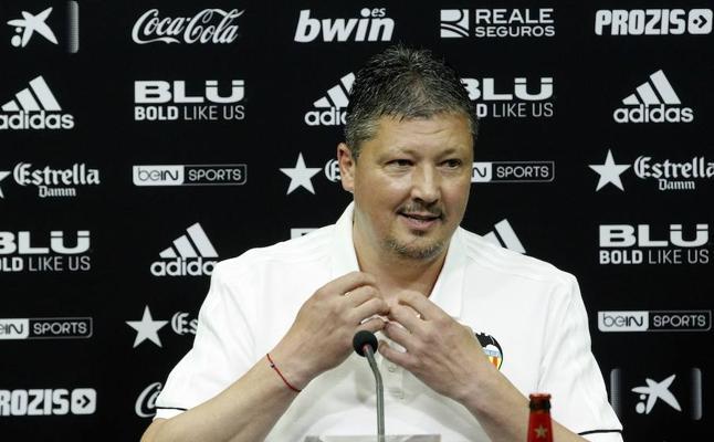 El club valenciano comunica el relevo de Penev en el banquillo del Mestalla
