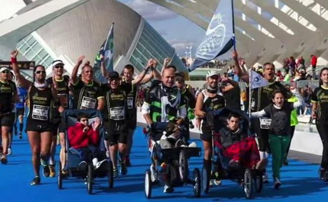 Un Policia Local correrá con su hijo en silla de ruedas la maratón