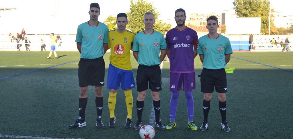 La UE Gandia celebra cien partidos de Raúl Muñoz con la camiseta viola