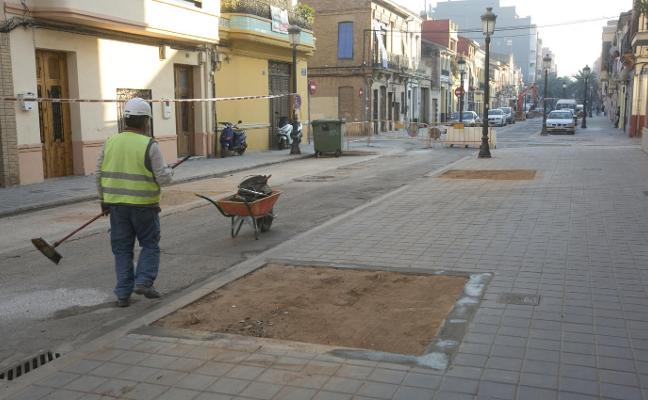 Las nuevas aceras del Cabanyal dejan sin sitio para instalar tres carpas falleras