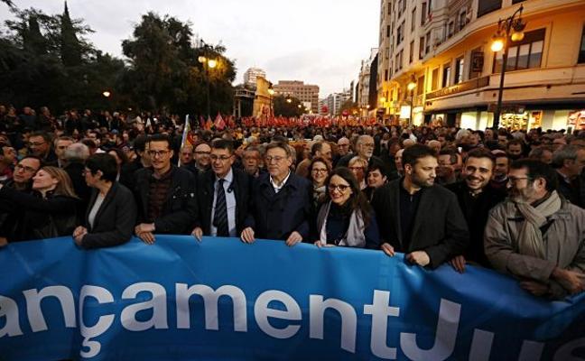 Miles de manifestantes reclaman contra la infrafinanciación valenciana