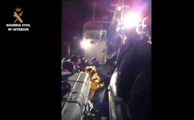 Rescatados 31 inmigrantes, seis menores, llegados de madrugada a Torrevieja en tres pateras