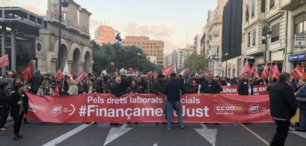 Patronal y sindicatos reivindican mejorar la financiación y los partidos reprochan al PP su ausencia