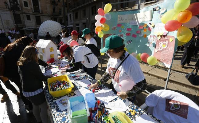 Las familias exigen políticas favorables para la natalidad en el Día de la Infancia
