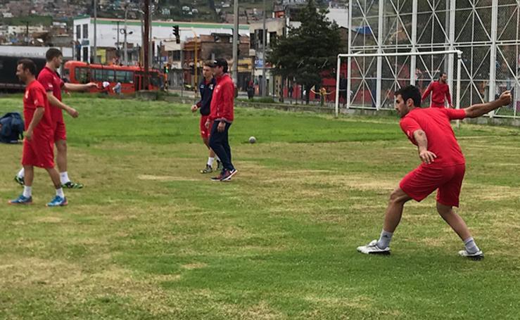 Fotos del entrenamiento en Colombia de la selección valenciana de pilota