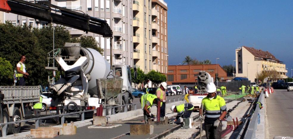 Vecinos de Dénia denuncian que las obras de mejora del tren se hagan el domingo a las 8