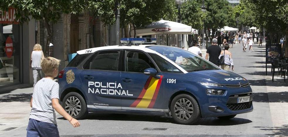 Se hace pasar por asistente social para robar 10.000 euros y joyas a una anciana