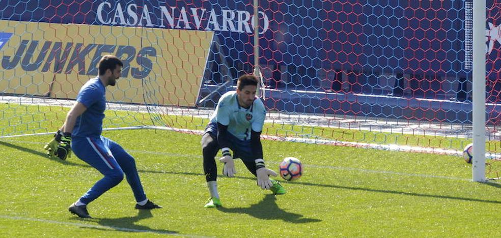 Oier admite su «sorpresa» por ser titular en Las Palmas