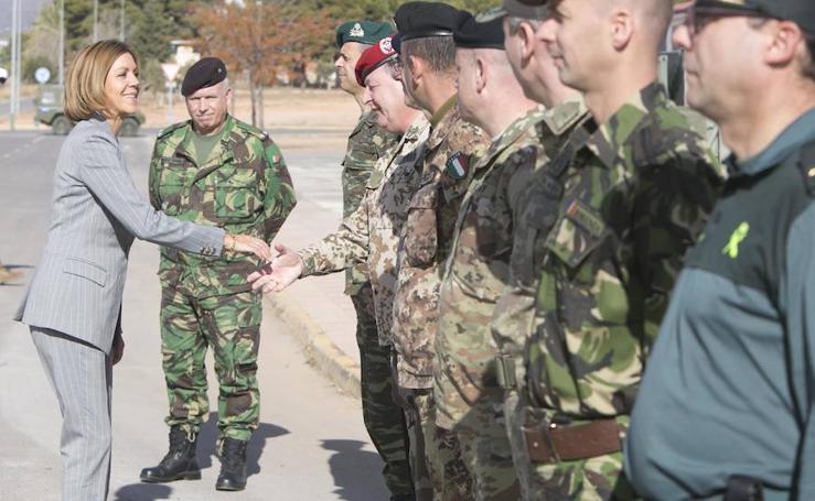 Fotos de la visita de la ministra de Defensa, María Dolores de Cospedal, a la base militar de Bétera