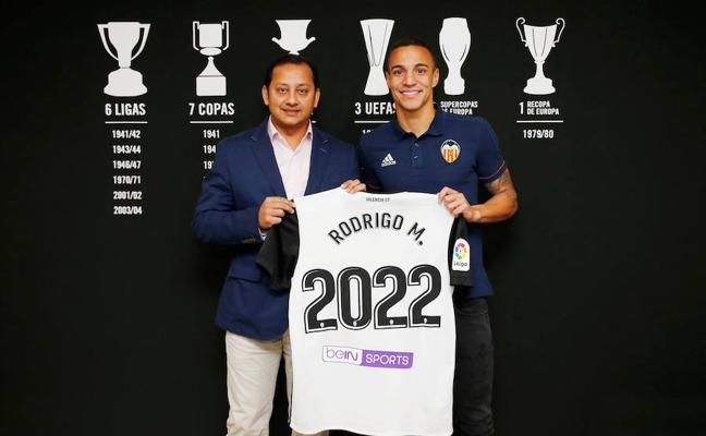 Rodrigo renueva con el Valencia CF hasta 2022