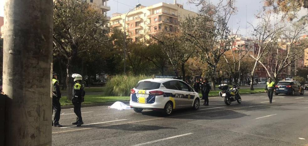 Fallece un peatón de 87 años tras ser atropellado por una moto en la avenida Blasco Ibáñez de Valencia