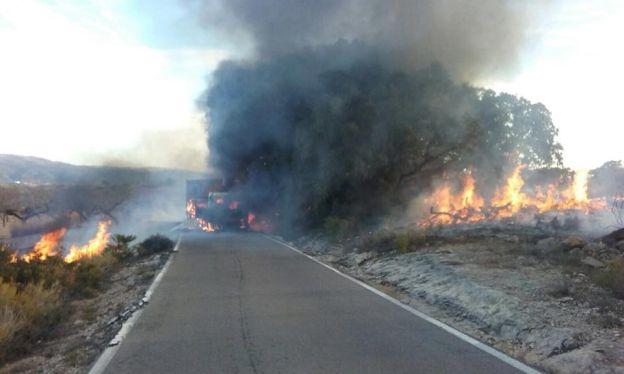 Incendio de un camión en la carretera CV-130