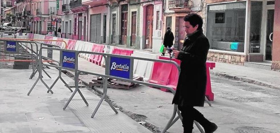 Vecinos y comerciantes del Cabanyal, bloqueados por la reforma de las calles