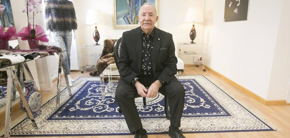 Amando Ortells, modista: «He ganado mucho dinero y conforme ha llegado lo he gastado, sin compasión»