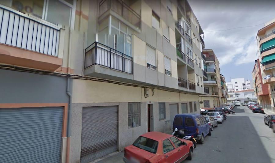Multados con 270 euros por ocupar un piso de un banco en Elda