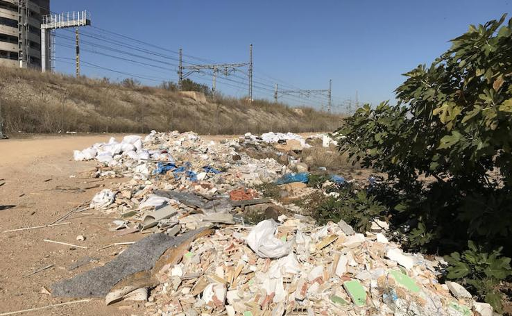 Fotos de los vertederos de escombros en solares de Malilla