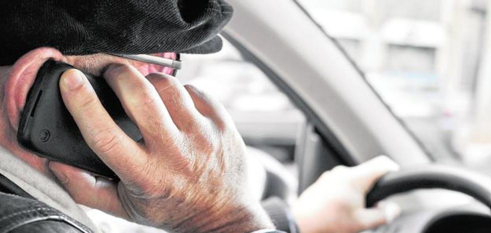 Sanciones más duras contra el uso del móvil al volante