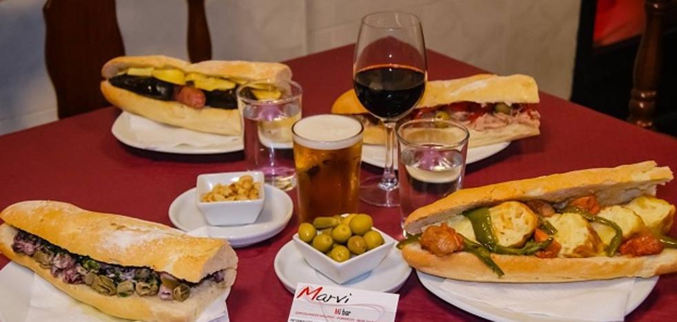 Revuelto, embutido con habas y carne de caballo y ajo, los bocadillos estrella de los mejores bares para almorzar en Valencia