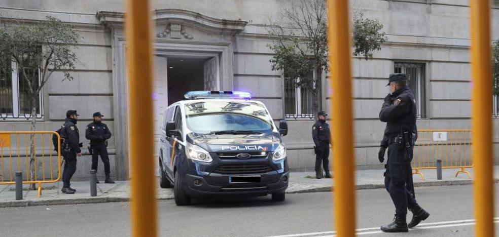Los exconsejeros presos prometen al juez secundar el «diálogo y la negociación»