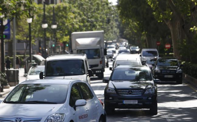 Movilidad admite que el aumento de tráfico impide un carril bici en la Gran Vía