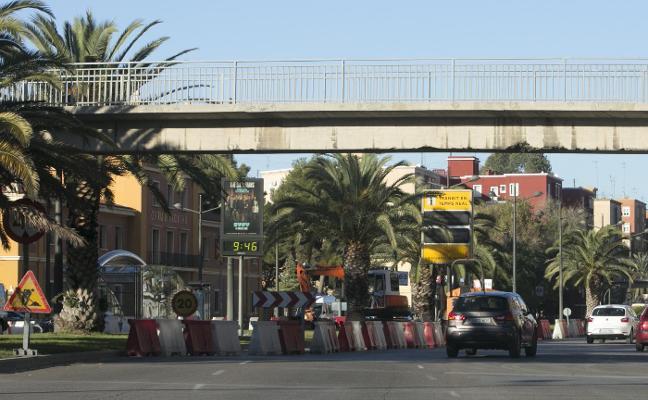 Inician las tareas previas al desmontaje de las pasarelas de la avenida del Cid
