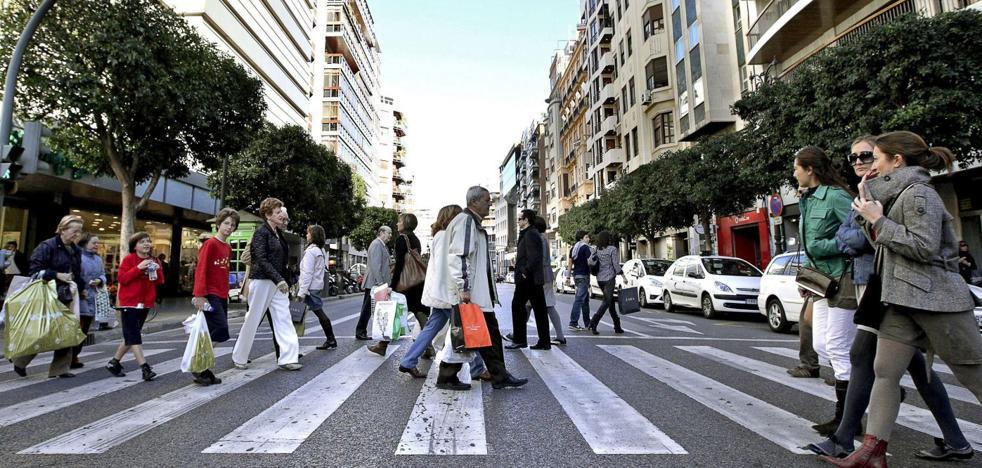 El coste del alquiler en el centro y la venta online impulsan la apertura de megatiendas en Valencia