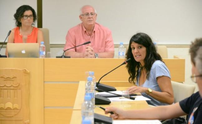 Mónica Oltra condena el «acoso» de tres policías a la concejala de Paiporta