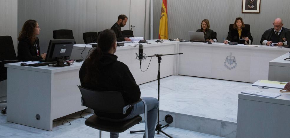 El tuitero que alabó a ETA y GRAPO «incitó» a cometer atentados, según el fiscal