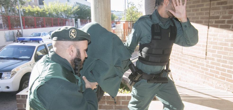 La Guardia Civil encuentra restos de sangre en la casa del homicida de Llíria