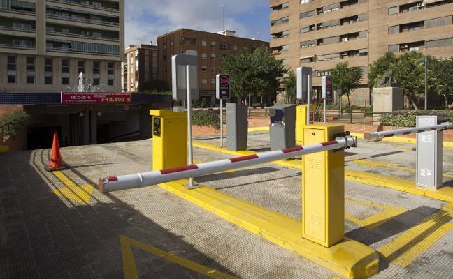 El primer parking disuasorio denuncia al Consistorio por permitir aparcar en solares