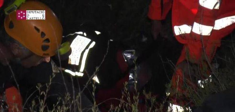 Así rescataron los bomberos a un hombre atrapado en un barranco de la Vall d'Uixò