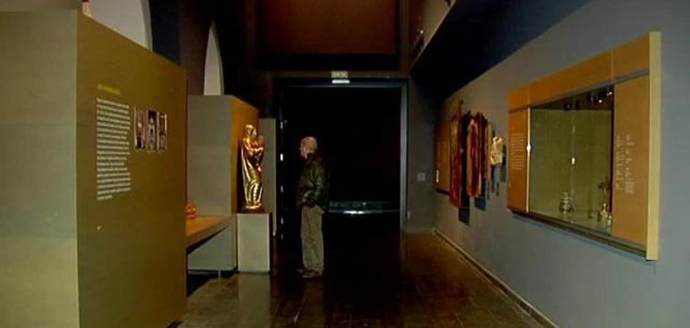 Unas 70 personas se concentran ante el Museu de Lleida en rechazo al retorno de obras a Sijena