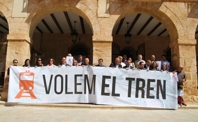 Las patronales se suman a la concentración de Oliva para reivindicar la llegada del tren a Dénia