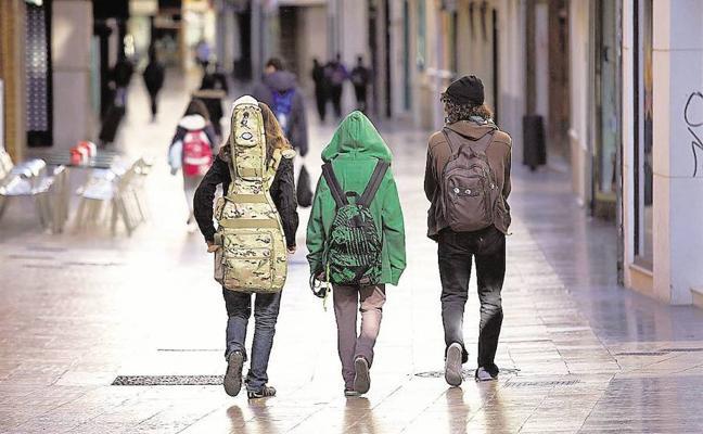 Jóvenes consumistas, rebeldes y muy familiares