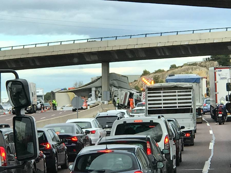 Fotos del accidente en el by-pass en Paterna