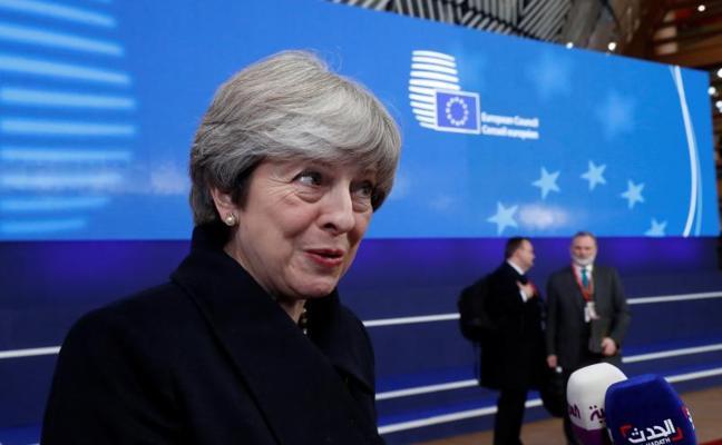 La UE da el visto y aprueba el inicio de la segunda fase de negociaciones del 'Brexit'