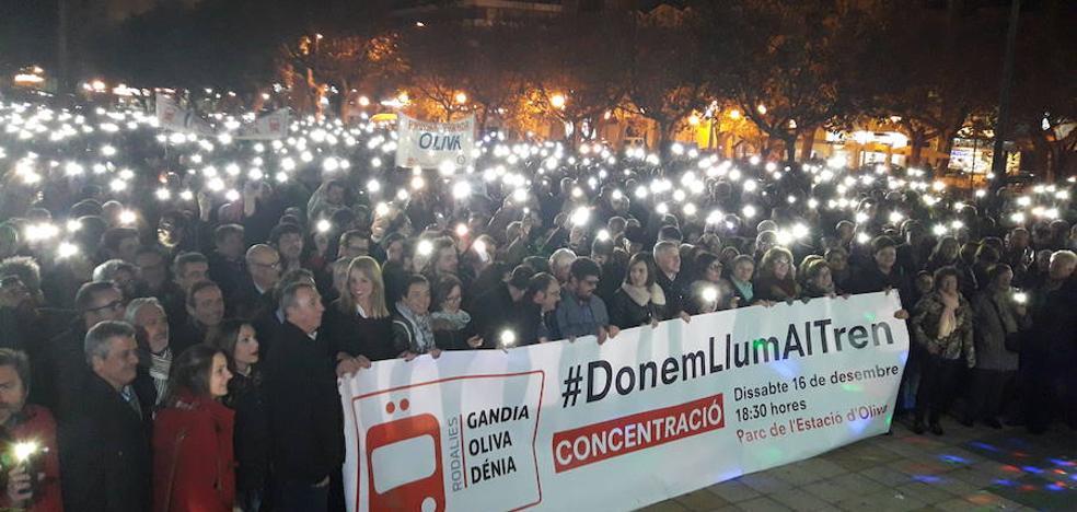 Unas 5.000 personas salen a la calle para reivindicar el tren Gandia-Dénia