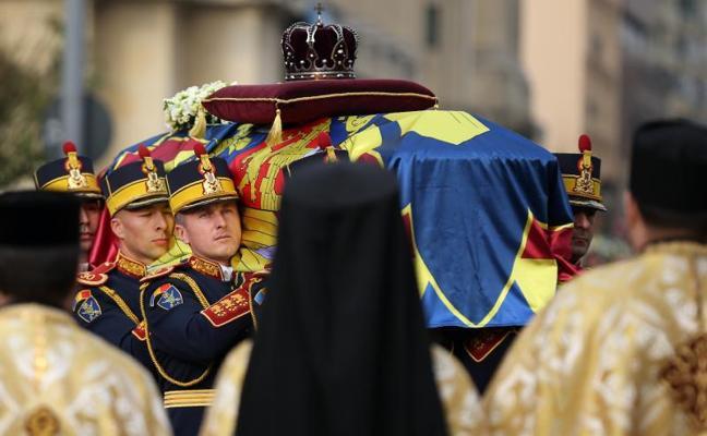 Las monarquías europeas despiden en Rumanía al rey Miguel I