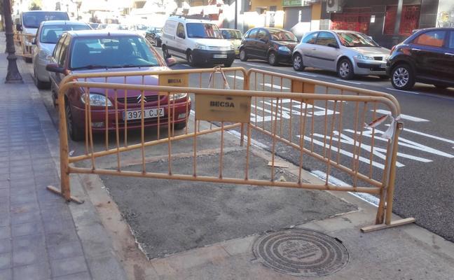El retraso del arbolado obliga a cubrir de cemento los alcorques del Cabanyal