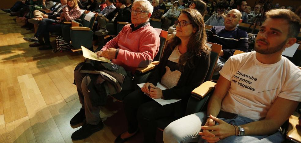 Oltra refuerza sus alianzas en Compromís para controlar la lista electoral