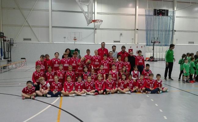 La liga de baloncesto reúne a 400 deportistas