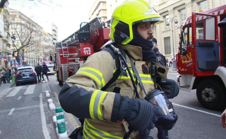 Fotos de un incendio en la calle Guillem de Castro